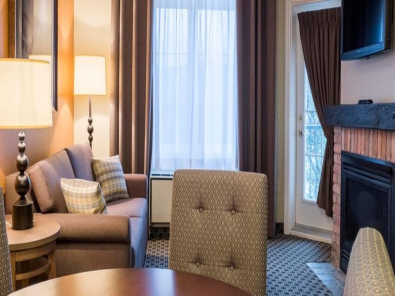 holiday-inn-express-and-suites-mont-tremblant-3347761544-2x1