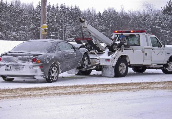 tow-truck-towing-car-winter_1_orig