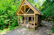 nature cabin, camping in Mont Trenblant